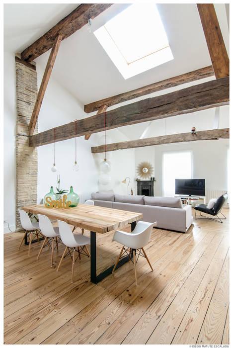 Reforma de Atico en Pamplona Comedores de estilo ecléctico de TALLER VERTICAL Arquitectura + Interiorismo Ecléctico