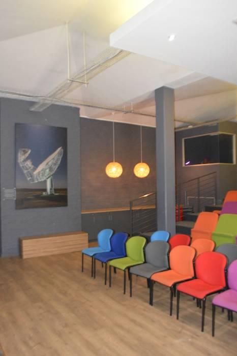 Modern walls & floors by Alex Jordaan Construction Modern