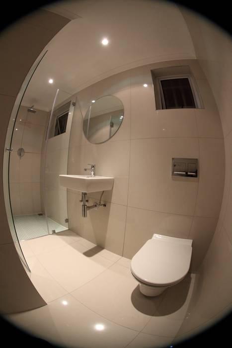 Phòng tắm theo Alex Jordaan Construction, Hiện đại