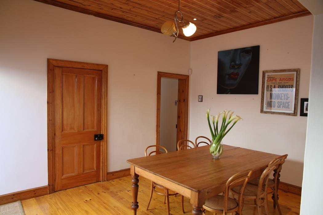 Alex Jordaan Construction Rustic style dining room