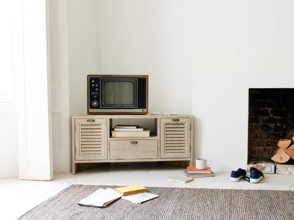 Corner Boy TV stand:  Living room by Loaf