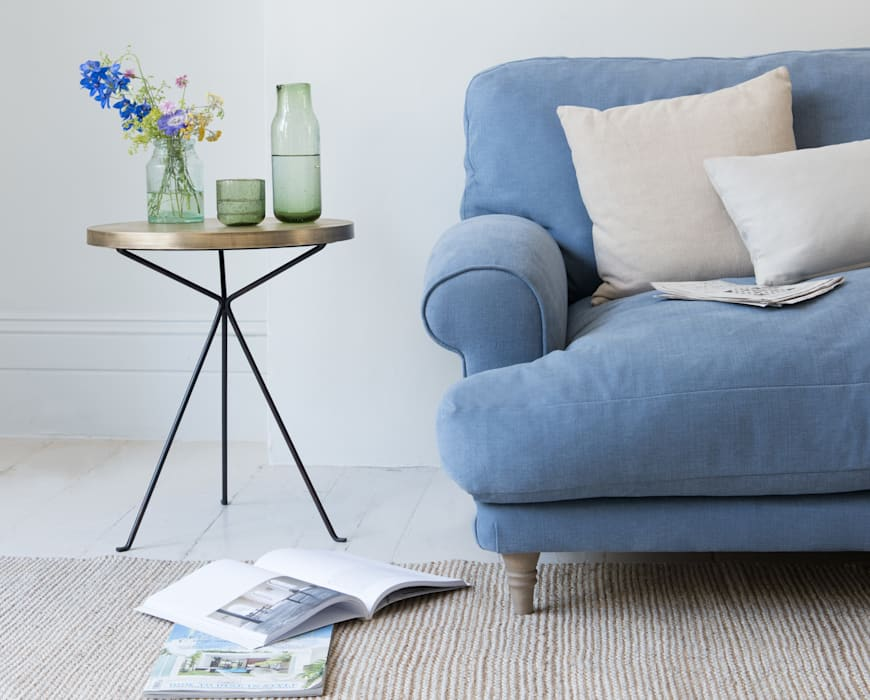 Quid side table: modern Living room by Loaf