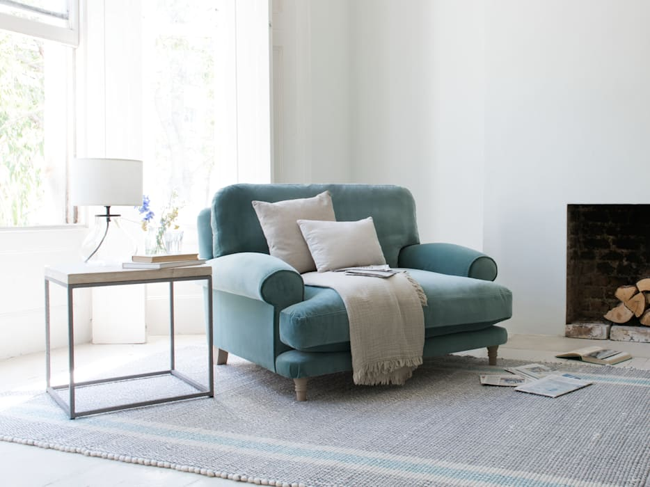 Slowcoach love seat:  Living room by Loaf