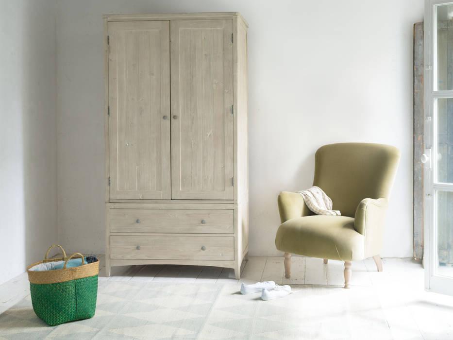 Swash wardorbe:  Bedroom by Loaf