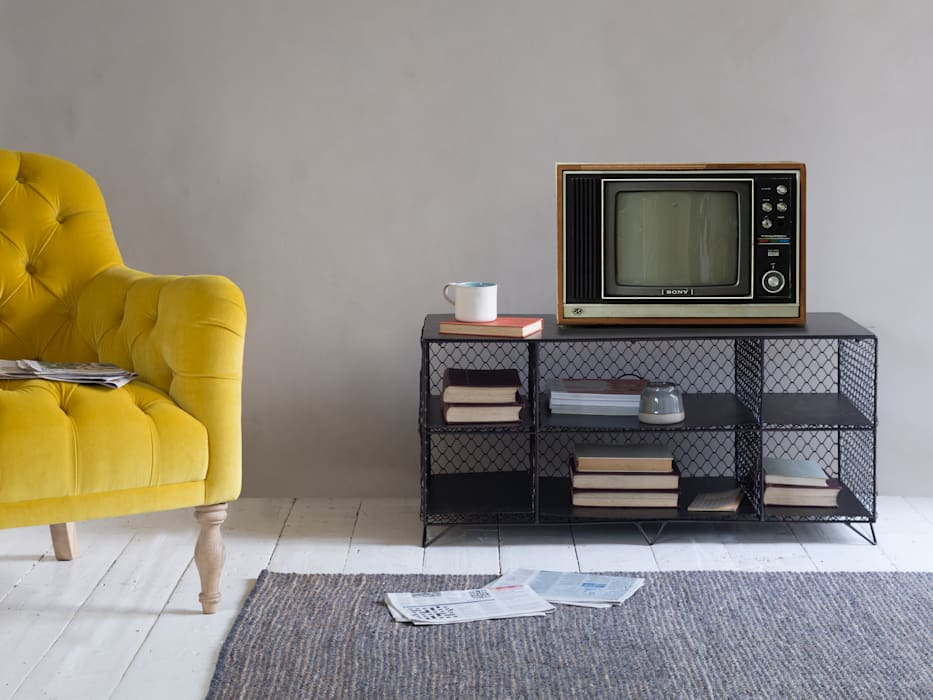 Welder TV stand:  Living room by Loaf