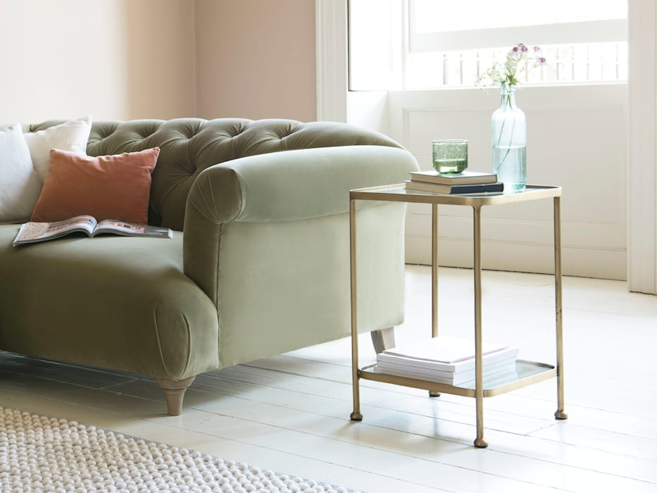 Wonder-Brass side table:  Living room by Loaf