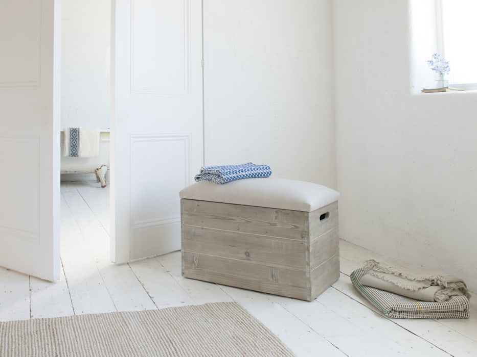 Lugger storage chest:  Living room by Loaf