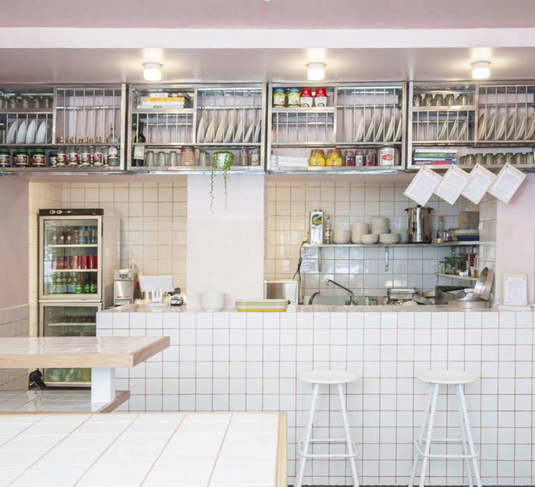 YAFO HOUMOUS DELI, Paris: Restaurants de style  par NEDGIS