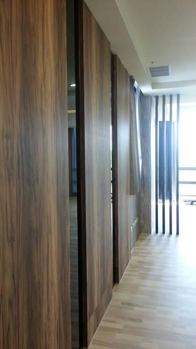 品味溫馨舒適機能性規劃:  走廊 & 玄關 by 登品空間規劃工程有限公司