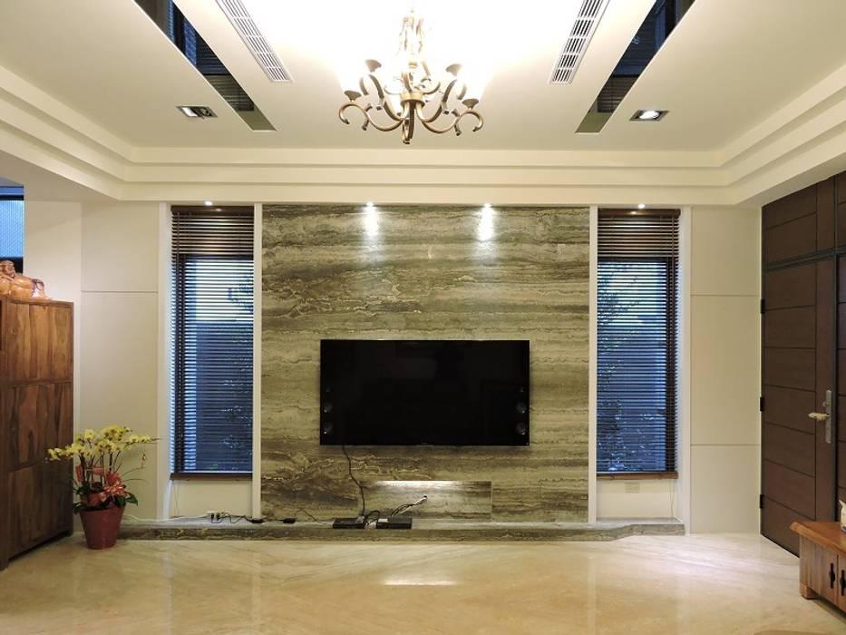 太平-品味好宅精緻裝潢:  客廳 by 登品空間規劃工程有限公司