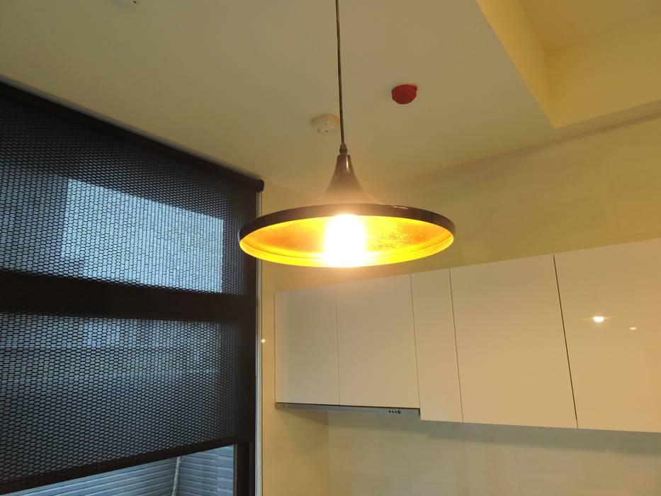 太平-品味好宅精緻裝潢:  廚房 by 登品空間規劃工程有限公司