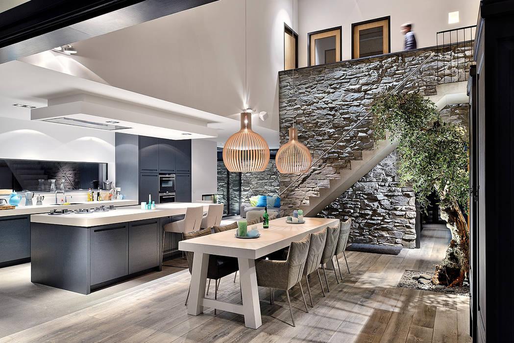 Dining room by BNLA architecten,