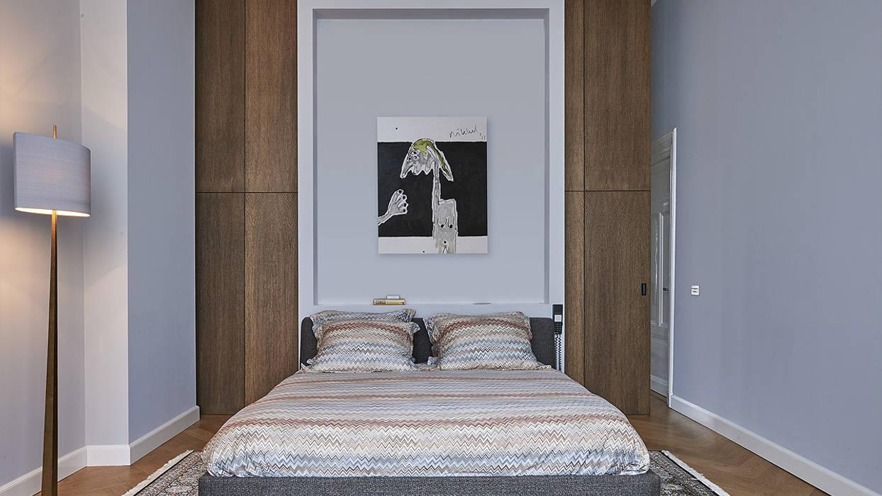 Modern ontwerp in monumentale stadswoning: slaapkamer door bnla