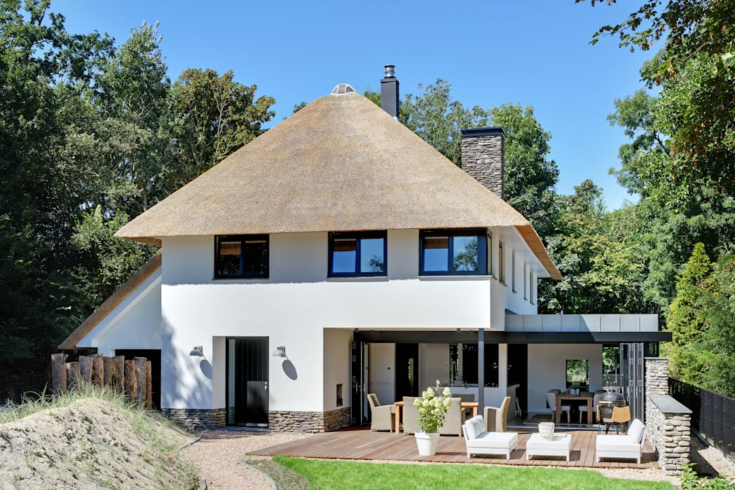 Bosrijk wonen in een droomvilla Moderne huizen van BNLA architecten Modern