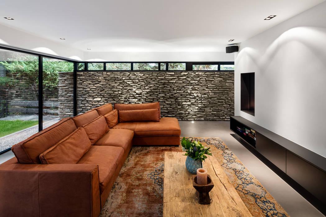 Bosrijk wonen in een droomvilla Moderne woonkamers van BNLA architecten Modern