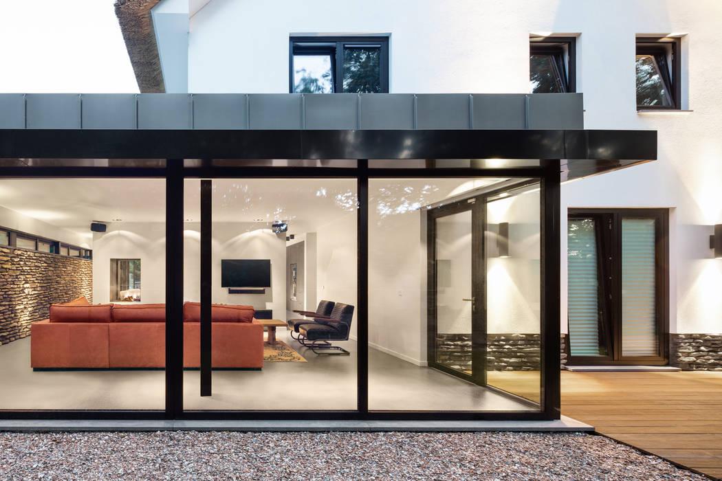 Дома в стиле модерн от BNLA architecten Модерн