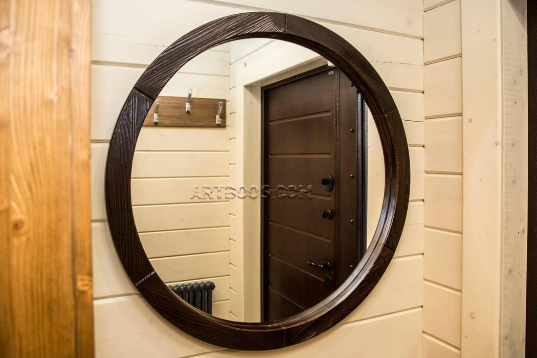 Зеркало в деревяной раме на заказ: Коридор и прихожая в . Автор – Творческая мастерская АRTBOOS,
