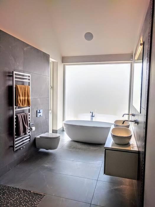 main en suite: modern Bathroom by Jane D Burnside Architects