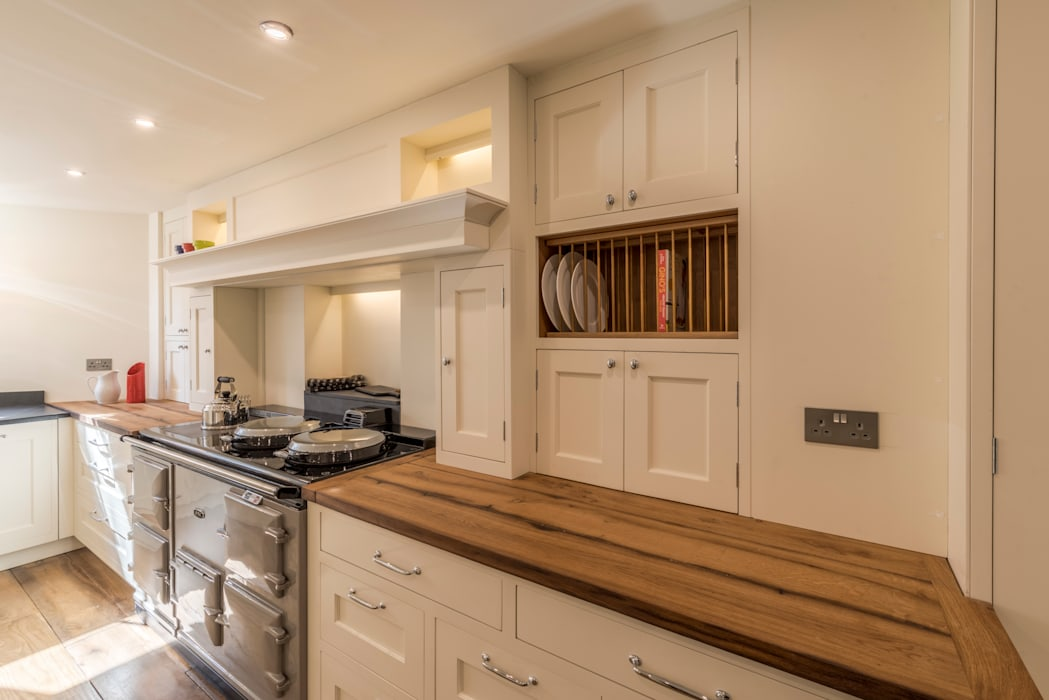 Bespoke units:  Built-in kitchens by John Gauld Photography