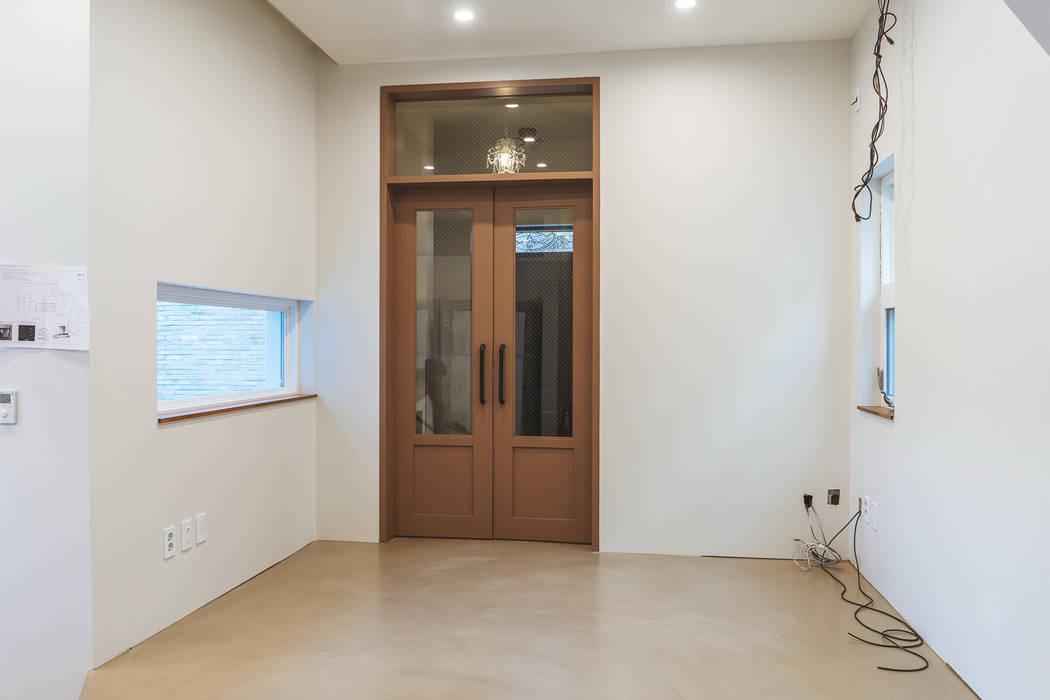 AAPA건축사사무소 Modern Corridor, Hallway and Staircase