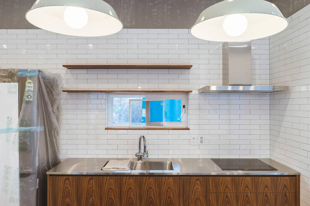 Cocinas modernas: Ideas, imágenes y decoración de AAPA건축사사무소 Moderno