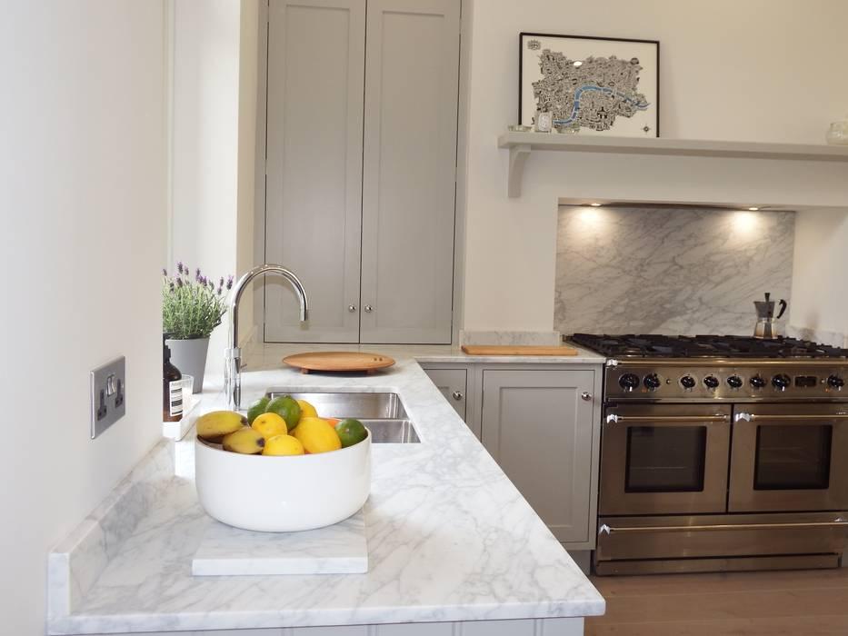 Painted kitchens Harrogate: modern Kitchen by INGLISH DESIGN