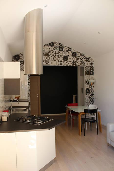 Una Casa in Casa: Cucinino in stile  di GVultaggio Creative Office, Minimalista Ceramica
