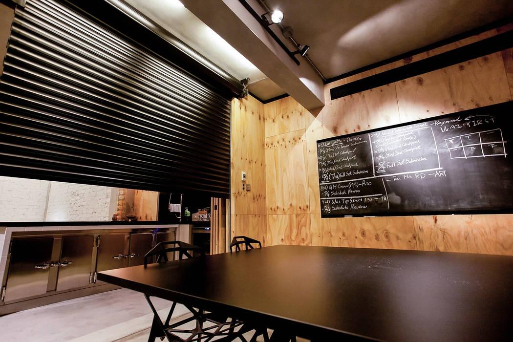 Freeman's Production Studio:  Office buildings by Artta Concept Studio,