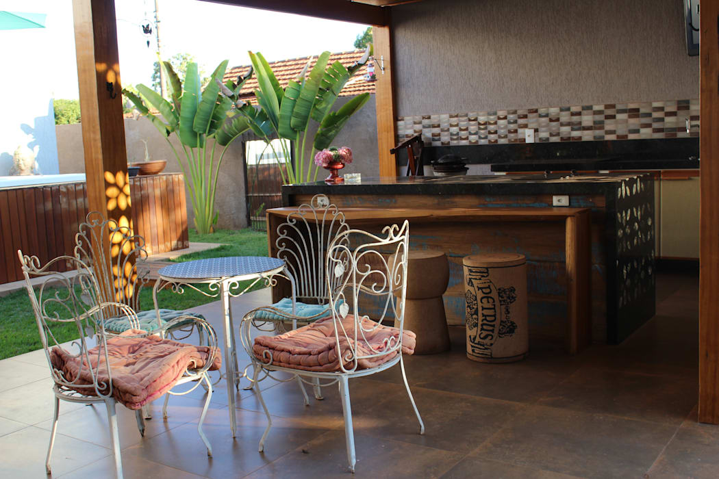 Rustic style balcony, porch & terrace by Arquiteta Bianca Monteiro Rustic Wood Wood effect