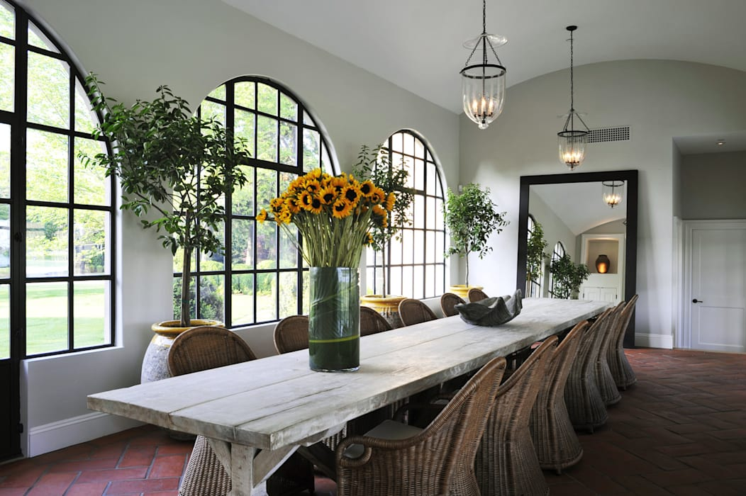 Villa Maria:  Dining room by andretchelistcheffarchitects, Country