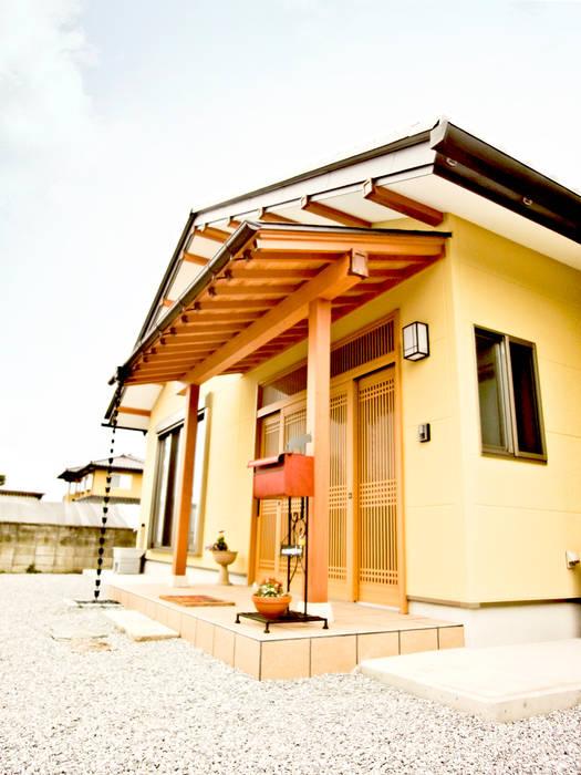 07N邸 Moderne Häuser von マルモコハウス Modern