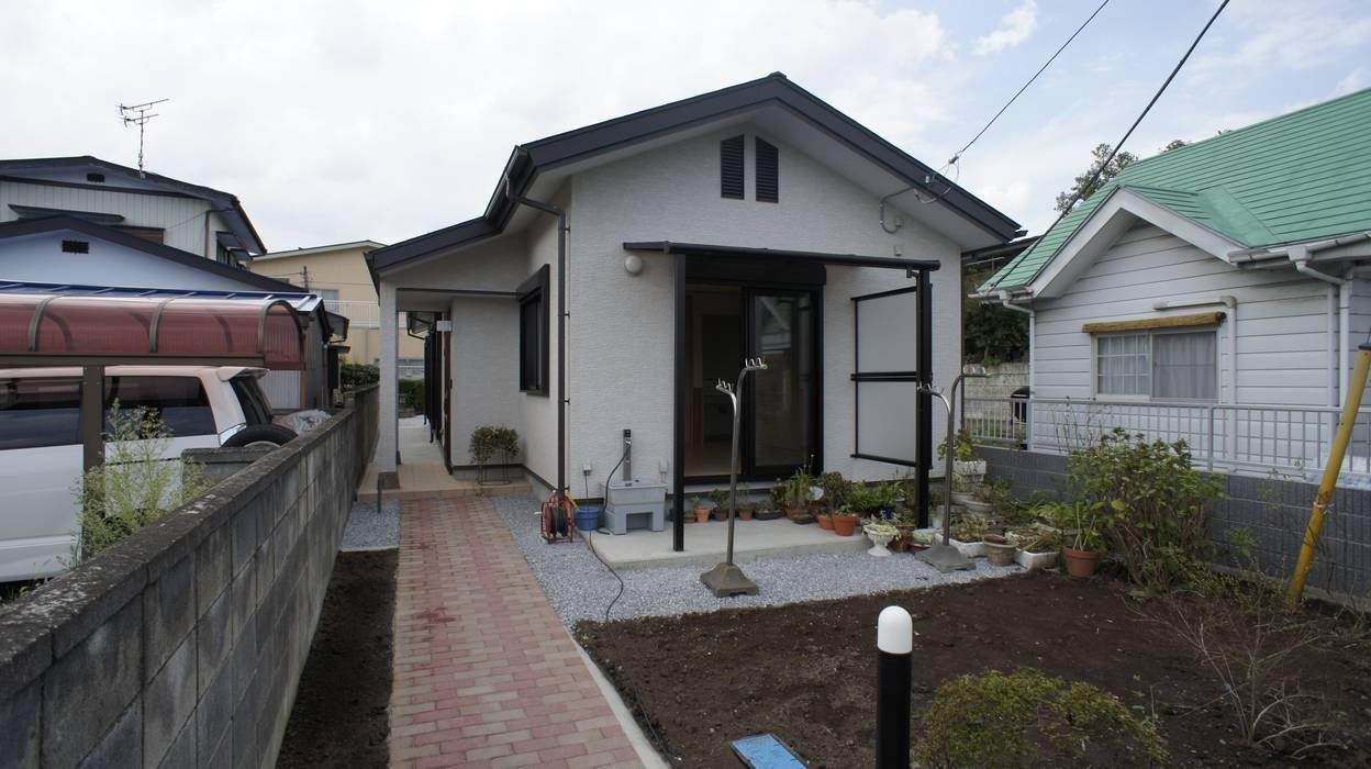 SK邸 Moderne Häuser von マルモコハウス Modern