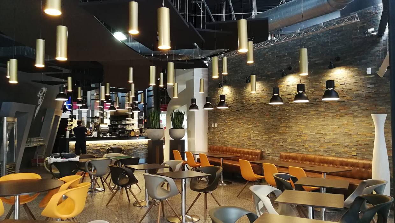 restaurant Angers: Salle à manger de style  par ATELIER KA-HUTTE