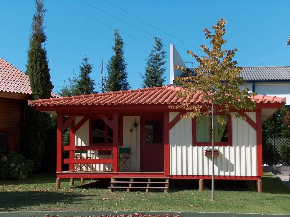 Chalets & maisons en bois de style  par Rusticasa, Rustique Bois Effet bois