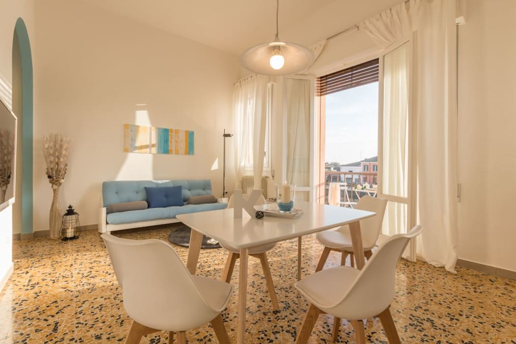 Home Staging per la Microricettività: Sala da pranzo in stile in stile Minimalista di Anna Leone Architetto Home Stager