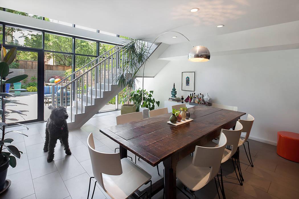 Salas de jantar modernas por andretchelistcheffarchitects Moderno