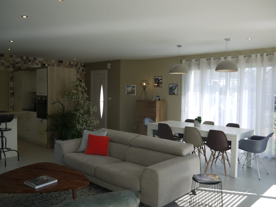 Décoration d'une pièce de vie - maison d'habitation: Salle à manger de style de style Scandinave par Conseil Déco & Création