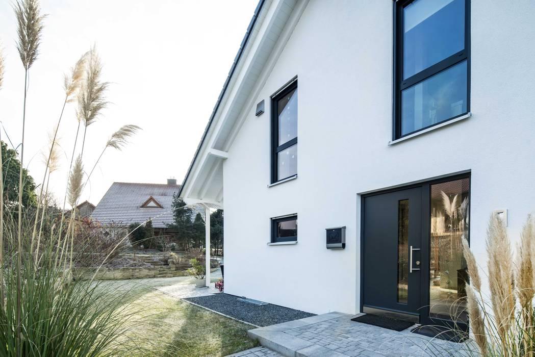 Klassik trifft Moderne:  Einfamilienhaus von wir leben haus - Bauunternehmen in Bayern