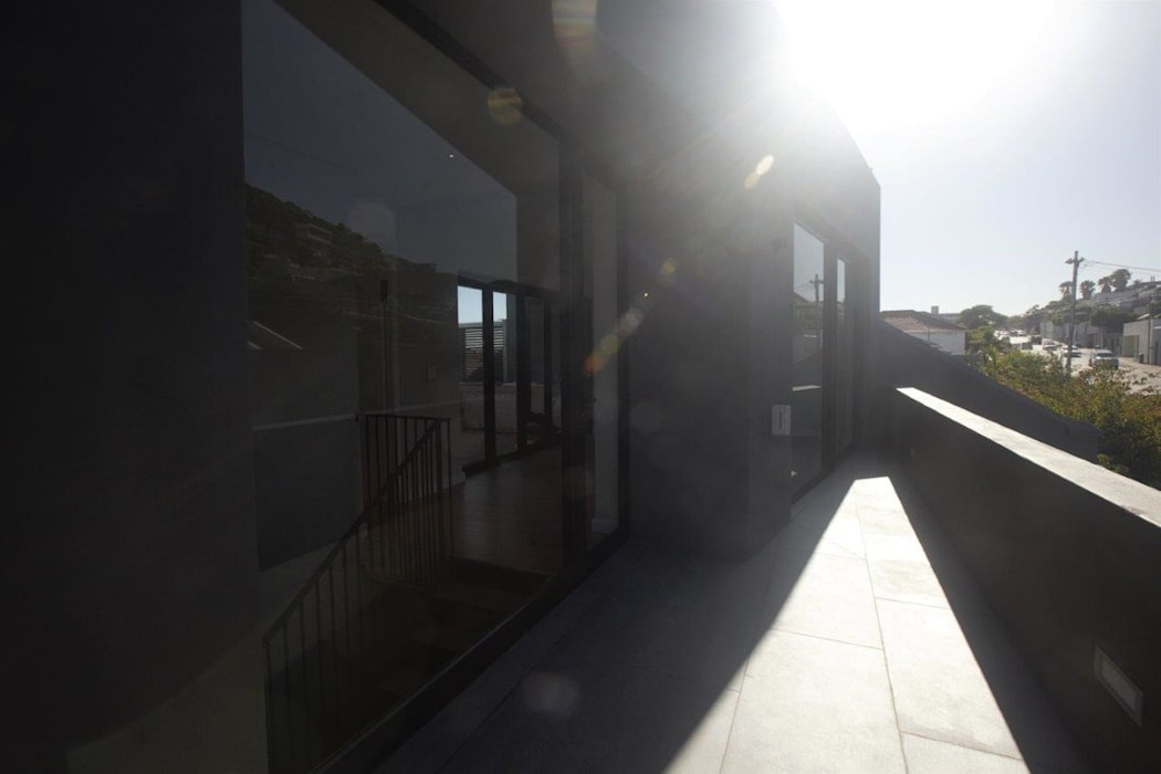 Kunst Architecture & Interiors Modern style balcony, porch & terrace Bricks Brown