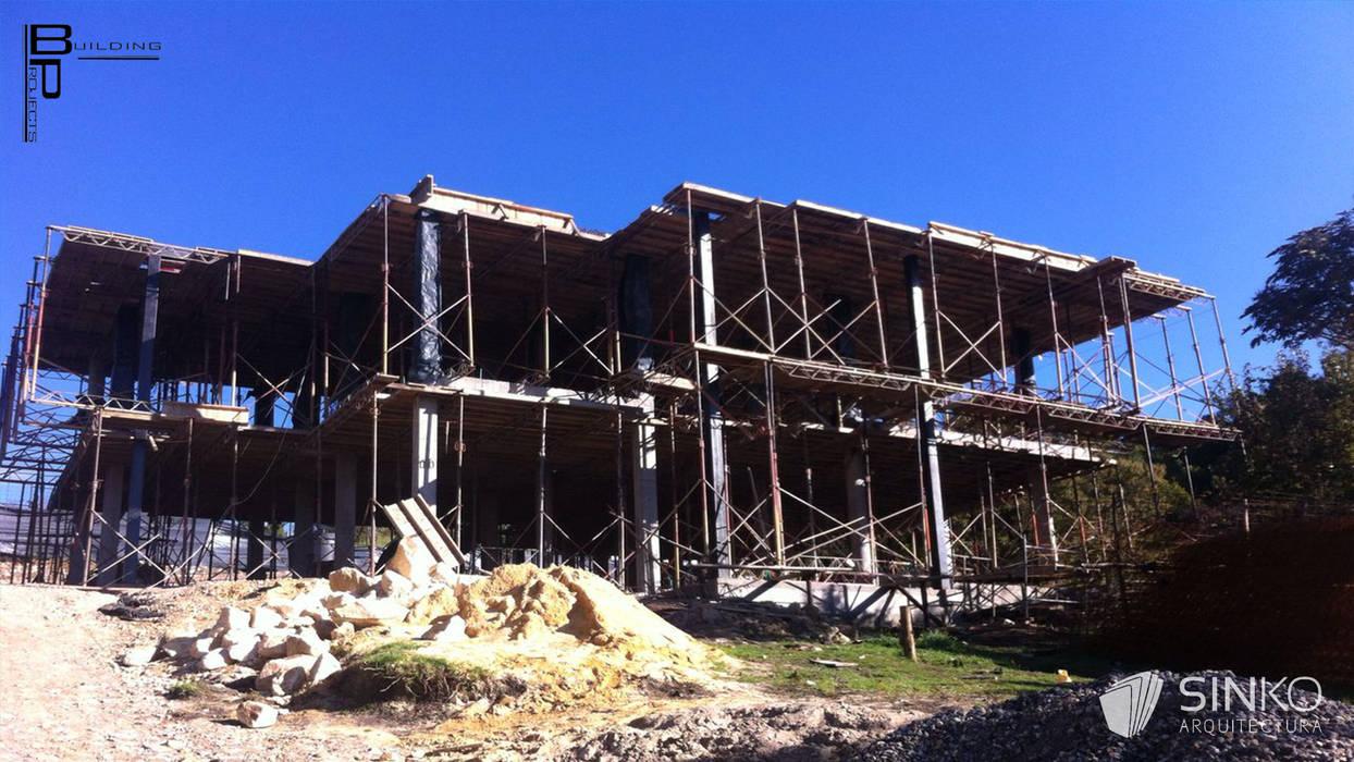 VIVIENDA CAMPESTRE SOPO - CONDOMINIO YERBABONITA: Casas de estilo moderno por SINKO ARQUITECTURA SAS