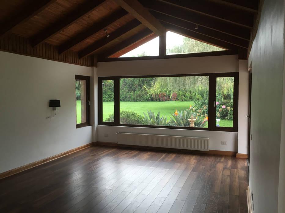 Remodelación Casa Mallarauco Livings de estilo de ARCOP Arquitectura & Construcción Rural