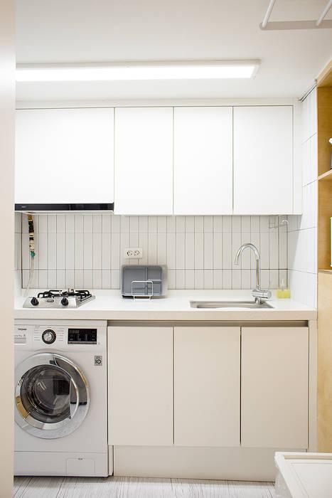 Modern Kitchen by 플레이디자인 Modern