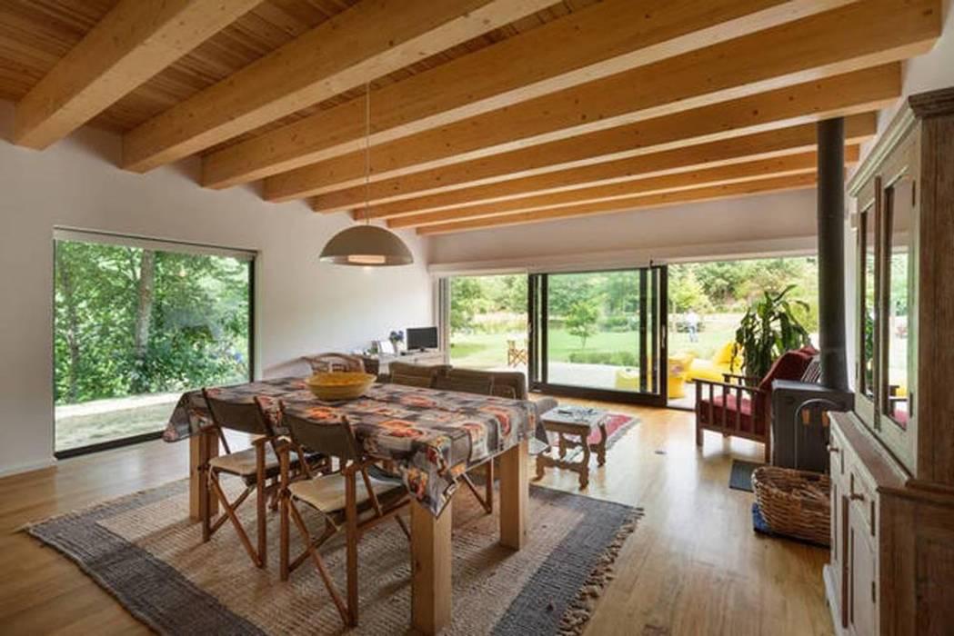 โดย Rusticasa โมเดิร์น ไม้ Wood effect