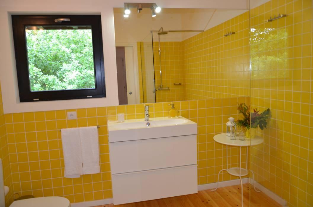 Salle de bain moderne par Rusticasa Moderne Bois Effet bois