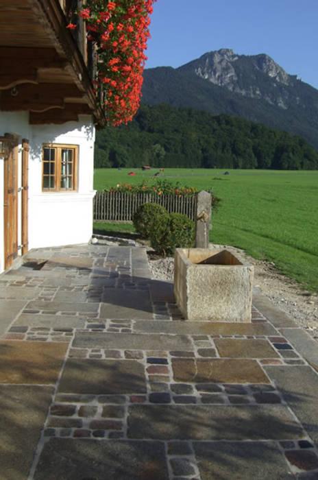 Natursteinbrunnen für den Garten: ausgefallener Garten von Steiner Naturstein