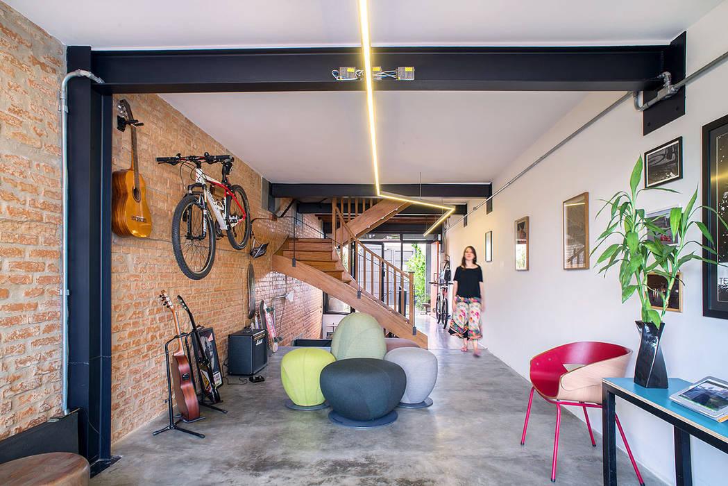 Phòng học/văn phòng phong cách hiện đại bởi ODVO Arquitetura e Urbanismo Hiện đại