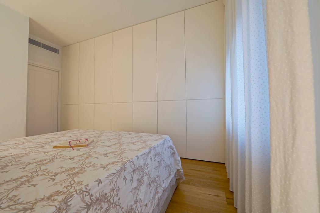perfect fit: Camera da letto in stile  di studio ferlazzo natoli