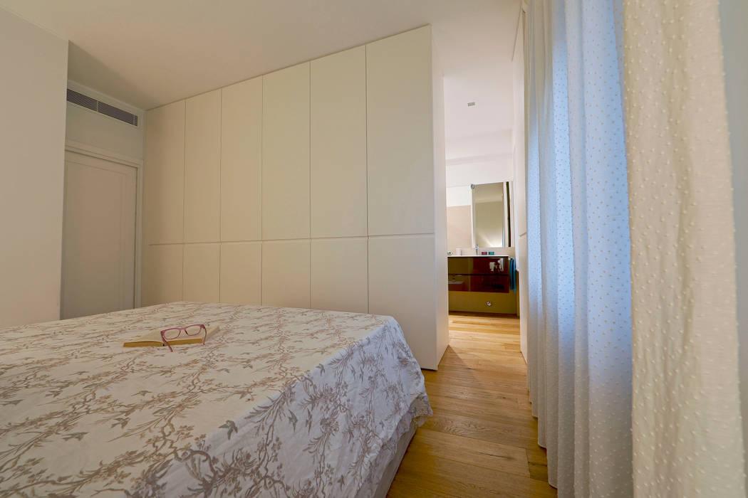 perfect fit: Camera da letto in stile in stile Minimalista di studio ferlazzo natoli