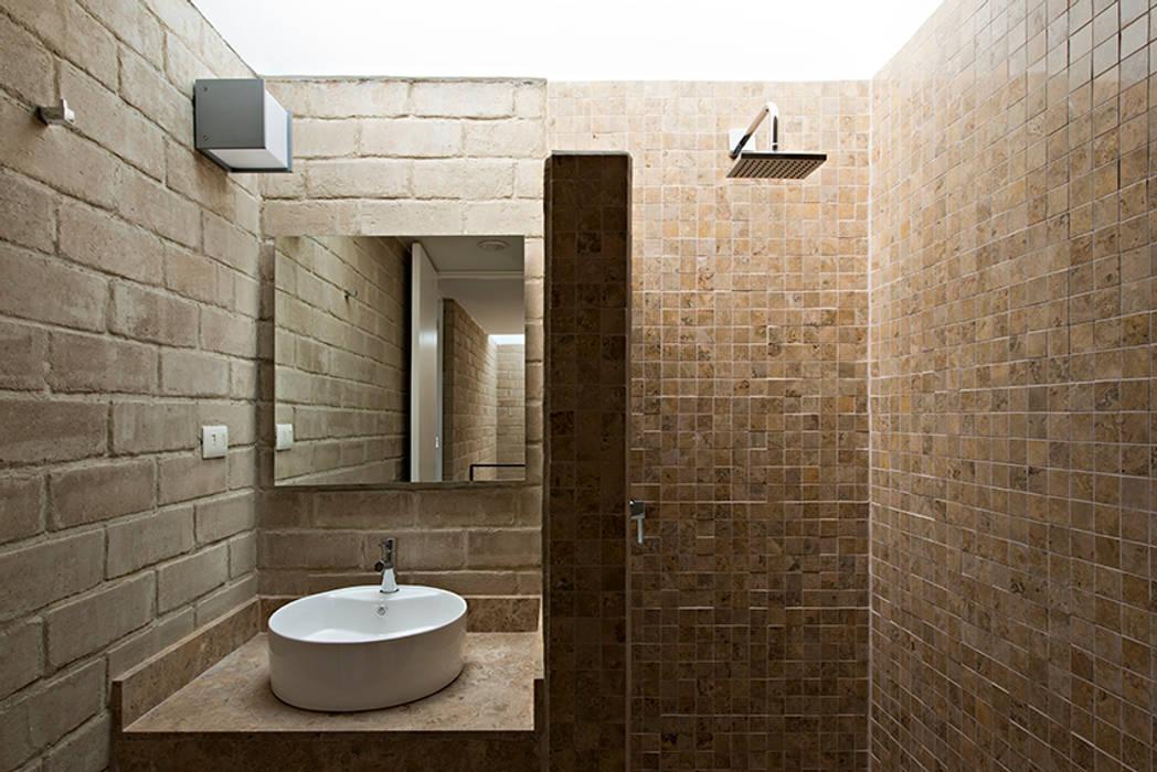 Badezimmer von Monolito, Rustikal