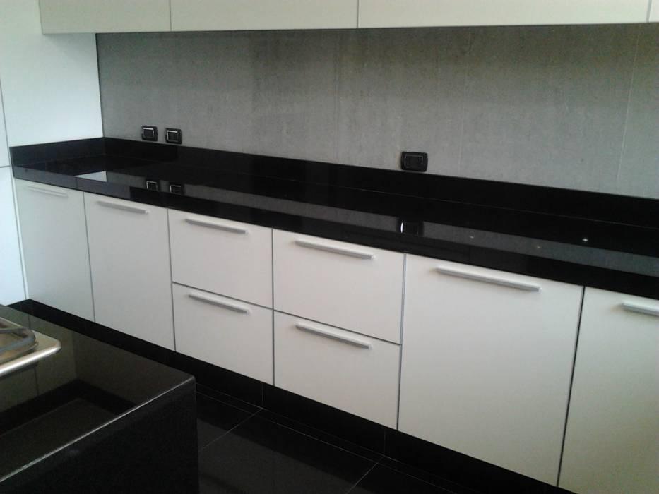 Remodelación de cocina Cocinas de estilo minimalista de J.H. Novoart E.I.R.L. Minimalista Cuarzo